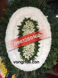 vòng hoa truyền thống màu trắng