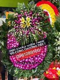 vòng hoa lan tím truyền thống